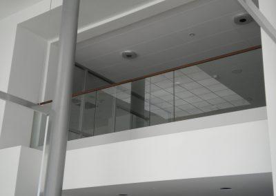 Glasgeländer mit Aluprofil