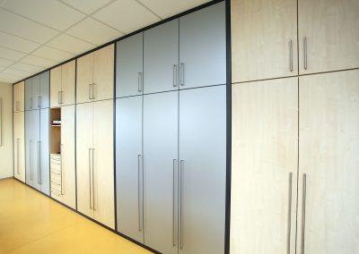 Büroschrank in Ahorn und Grau-Metallic