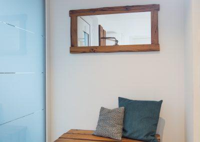 Spiegel und Sitzbank aus Altholz mit 2. Ebene für Schuhe