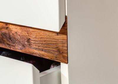 Altholz perfekt in Hochglanz eingearbeitet