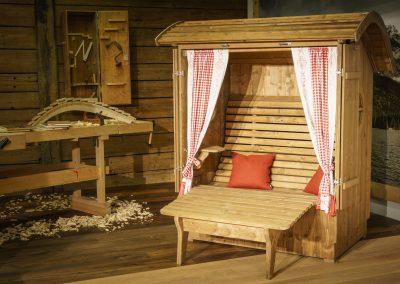 Alpenkorb Relax mit Fensterläden und Beinauflage